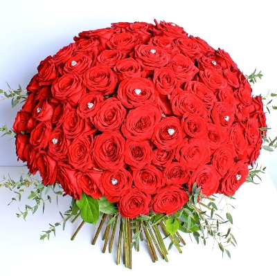 Unforgettable 100 Red Rose Handtied